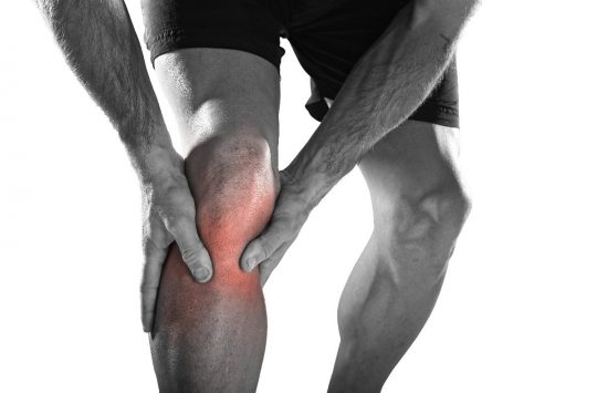 4 Causes of Knee Pain and 6 Exercises to Help Reduce that Pain